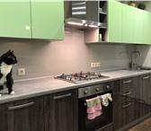 Изображение в Мебель и интерьер Кухонная мебель Однотонный цветной стеклянный фартук смотрится в Екатеринбурге 4645